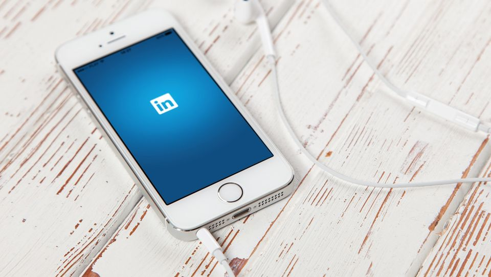 Im więcej znajomych mamy na LinkedIn, tym mniejsza jest jego skuteczność