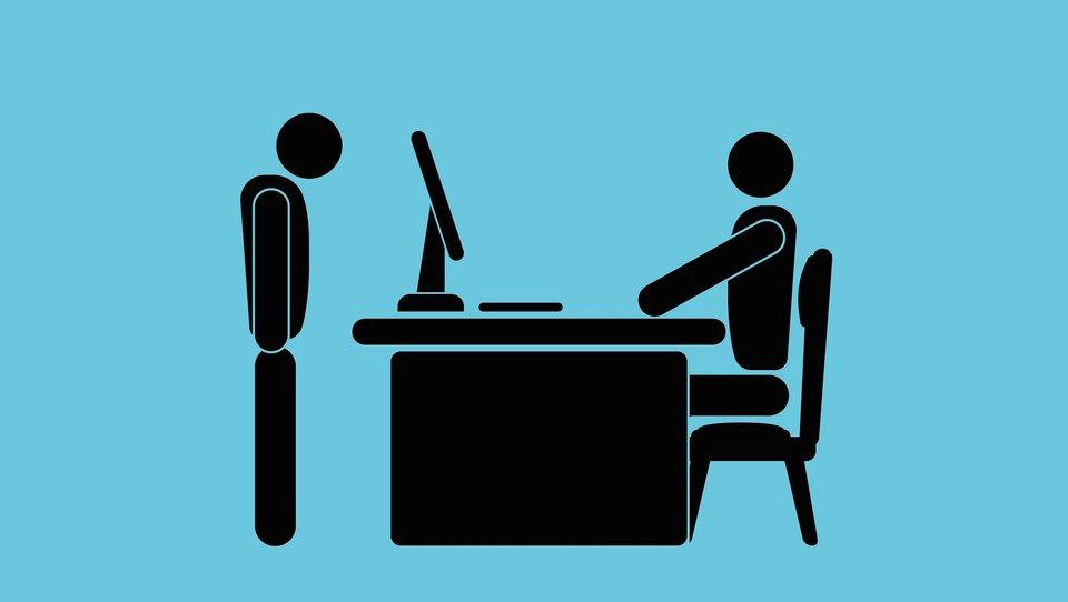 Jak reagować na bezpodstawne informacje zwrotne od szefa