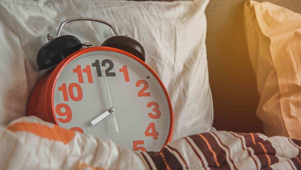 Niedobór snu zakłóca relacje wpracy