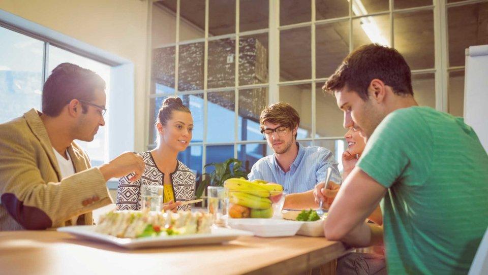 Sposób odżywiania pracowników wpływa na efektywność firm