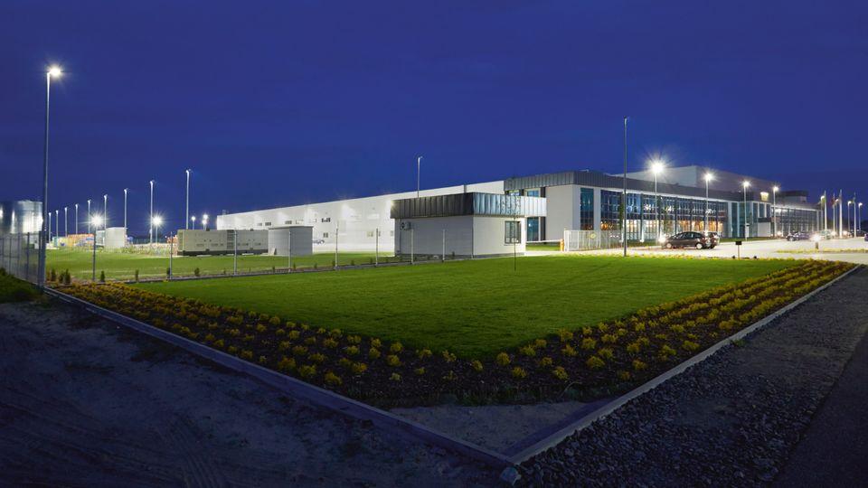 Energooszczędne ibezpieczne oświetlenie wfabryce okien NorDan