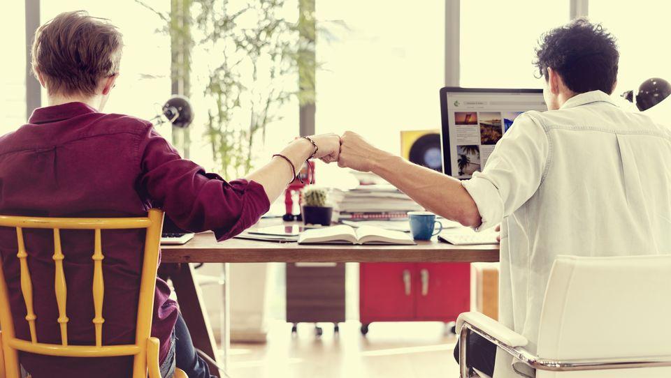 Jak znaleźć równowagę między pewnością siebie achęcią współpracy?