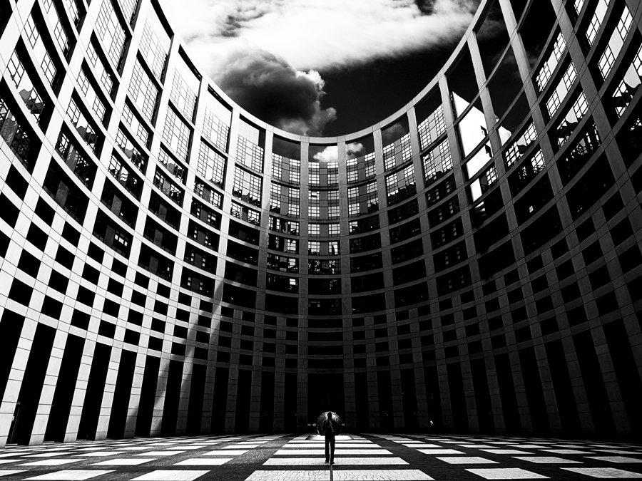 Parlament Europejski przyjął nowe zasady pracy biegłych rewidentów
