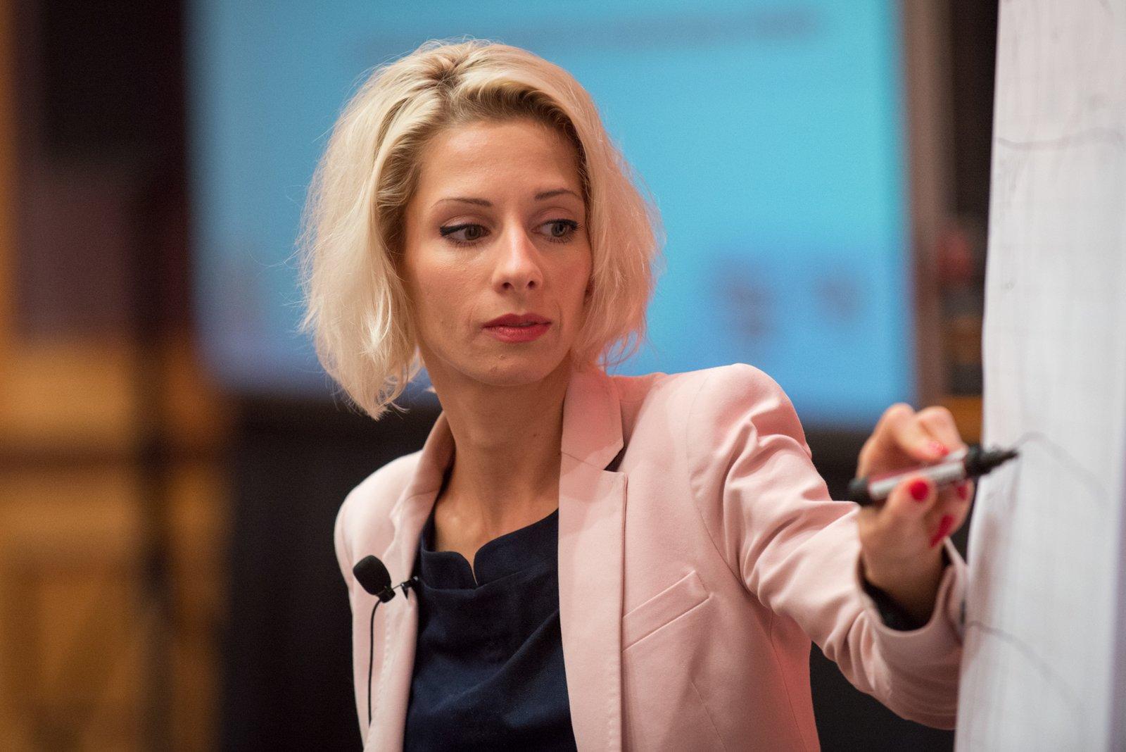 Jill Konrath: Agile Selling. Pokonaj przeszkody wkontaktach zklientem dzięki praktykom zwinnej sprzedaży