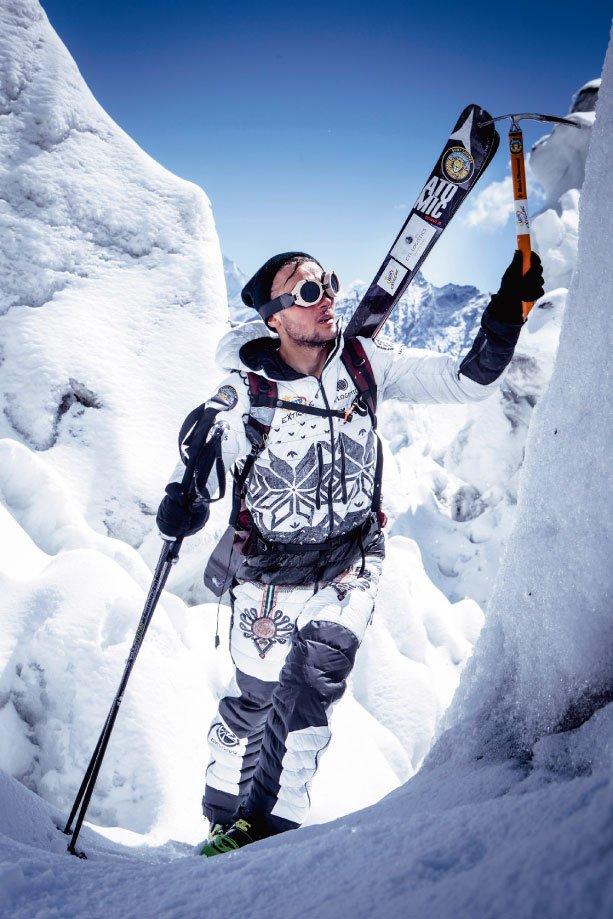 Andrzej Bargiel podczas wyprawy na Manaslu. We wrześniu 2014 sportowiec wrekordowym czasie 14 godzin zjechał na nartach ztego ośmiotysięcznika.