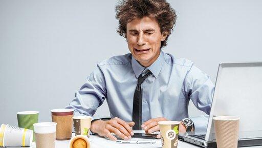 Jak przekazywać informację zwrotną, kiedy pracownik płacze, wścieka się lub przyjmuje postawę obronną